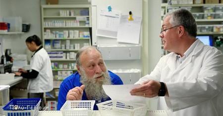 Ανέκδοτο: Μπαίνει ένας παππούς 80άρης στο φαρμακείο….