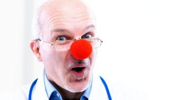 Ανέκδοτο: Τα υπόθετα, ο γιατρός και η παρεξήγηση