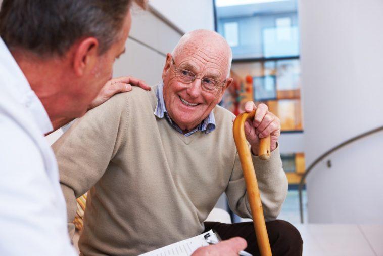 Ανέκδοτο: Ο γιατρός και ο παππούς ! Τρελό γέλιο