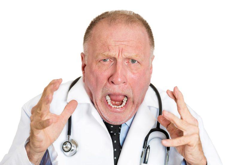 Ανέκδοτο: Ο ψυχιατρός … Δεν βοηθάς δεν βοηθάς ….. ! Τρελό γέλιο