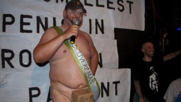 ΤΕΡΑΣΤΙΟΣ: Ο άντρας με το μικρότερο πέος. Δες πόσο τον έχει. Δεν είναι ανέκδοτο ουτε για γέλιο