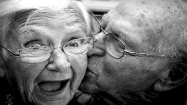 Ανέκδοτο: Ένας παππούς θυμάται τα νιάτα του πριν 40 χρόνια και λέει στην γυναίκα του… ! Τρελό γέλιο