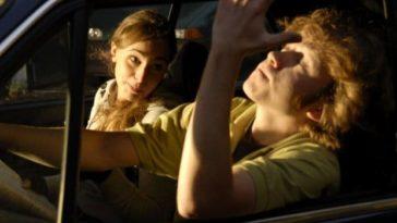 Ανέκδοτο: Ένα ζευγάρι ταξιδεύει και τους σταματάει η τροχαία …! Τρελό γέλιο