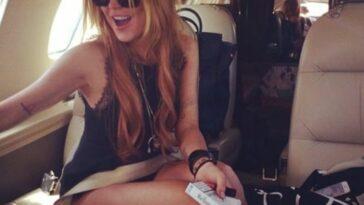 Ανέκδοτο: Η ξανθιά και ο νεαρός επιχειρηματίας κάθονται δίπλα στο αεροπλάνο …! Τρελό γέλιο