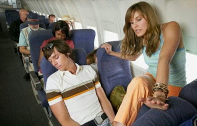 Ανέκδοτο: Μια π@ρθένα σε αεροπλάνο που πέφτει … ! Τρελό γέλιο