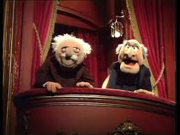Ανέκδοτο: Ο κωστίκας και ο γιωρίκας κάθονται στο καφενείο ξαφνικά μπαίνει ένας τουρίστας …! Τρελό γέλιο