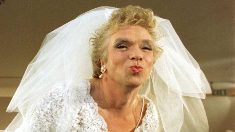 ΓΕΛΙΟ: Παρθέν@ 40άρα TOYMΠANΟ κάνει το 10ο γάμο της… ΕΠΙΚΟ ΑΝΕΚΔΟΤΟ