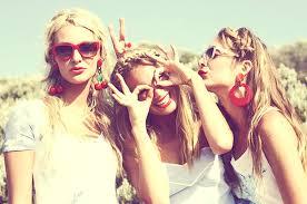 Ανέκδοτο: 3 ξανθιές θέλουν να πάνε στον ήλιο …. ένας ρώσος και ένας αμερικανος τις ρωτάει …. ! Τρελό γέλιο