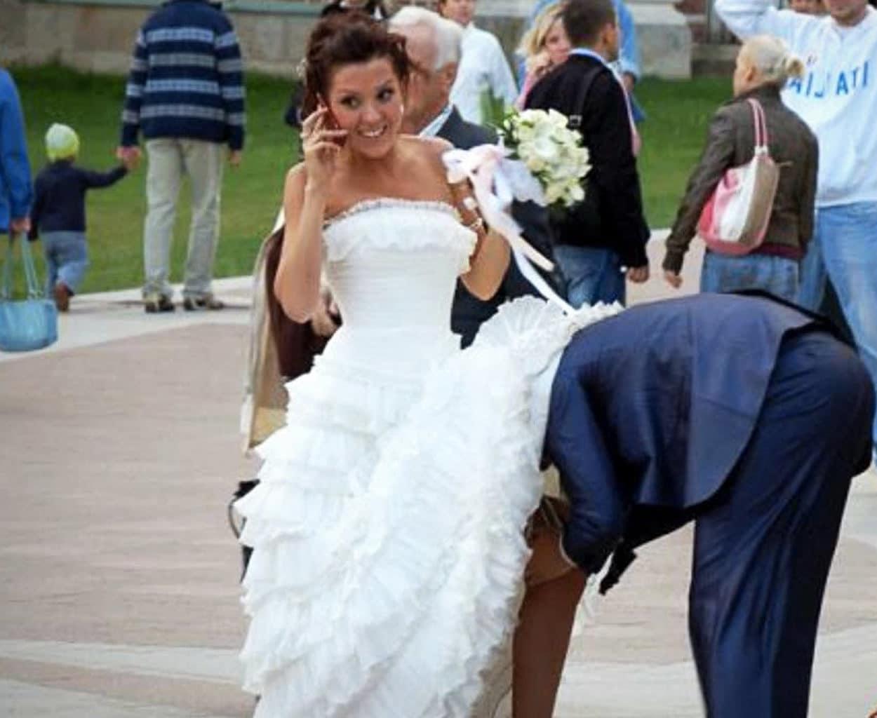 Ανέκδοτο: Η πόντια νύφη ρωτάει την μάνα της τι βρ#κί να βάλει την πρώτη νύχτα του γάμου της ..,! Τρελό γέλιο