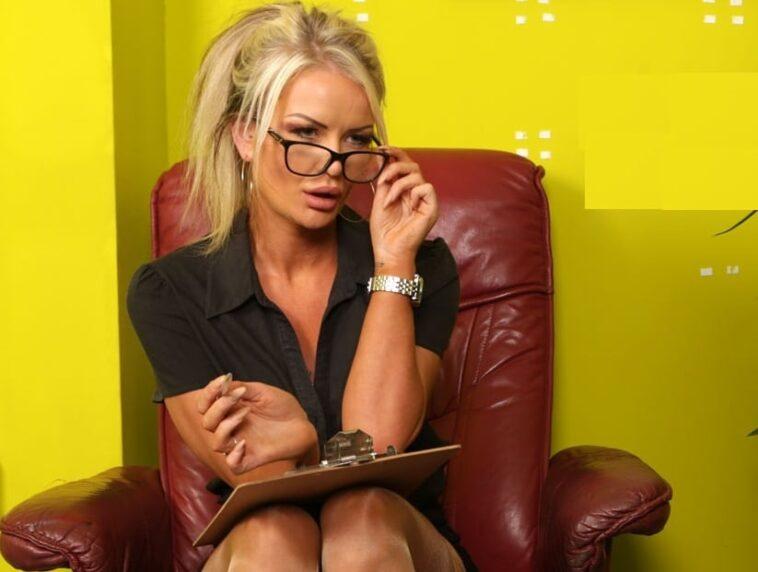 Ανέκδοτο: Μια ξανθιά πάει με τον αρραβωνιαστικό της να δουν ένα σπίτι που θέλουν να αγοράσουν …! Τρελό γέλιο