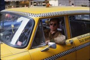 Ανέκδοτο: Ένας κρητικός σταματάει ένα ταξί στα Σφακιά με το που ξεκινάνε βγάζει ο κρητίκαρος ένα πιστόλι και το κολλάει στο σβέρκο του ταξιτζή …! Τρελό γέλιο