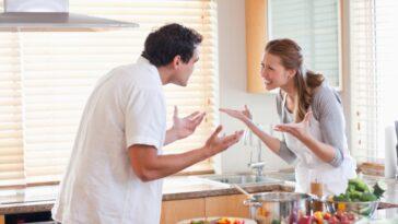 Ανέκδοτο: Κυριακάτικο πρωινό στην κουζίνα και η σύζυγος τηγανίζει αυγά …! Τρελό γέλιο