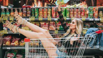 Ανέκδοτο: ΞΑΝΘΙΑ πάει Supermarket. Πάει στα σαλάμια και…. πολυ γέλιο