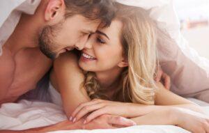 Ανέκδοτο: Πρώτη νυχτα ΓΑΜΟΥ κ το ζευγαρι δε δινει σημεια ζωης…Τρελό γέλιο