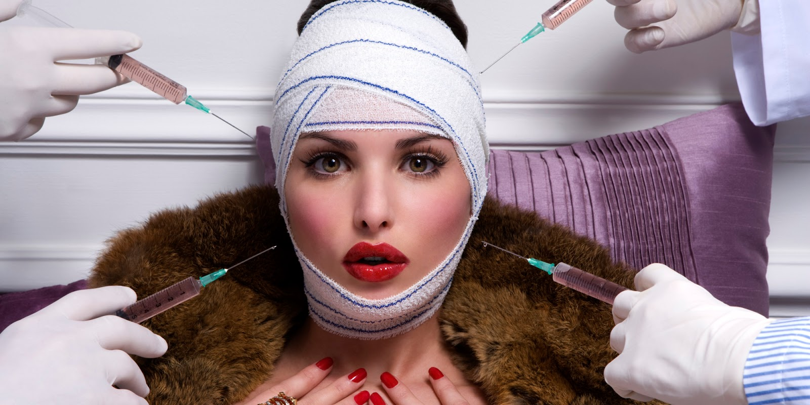 Ανέκδοτο: Μια κύρια επισκέπτεται τον γιατρό της καθώς ενδιαφέρεται να κάνει λίφτινγκ στο πρόσωπο …! Τρελό γέλιο