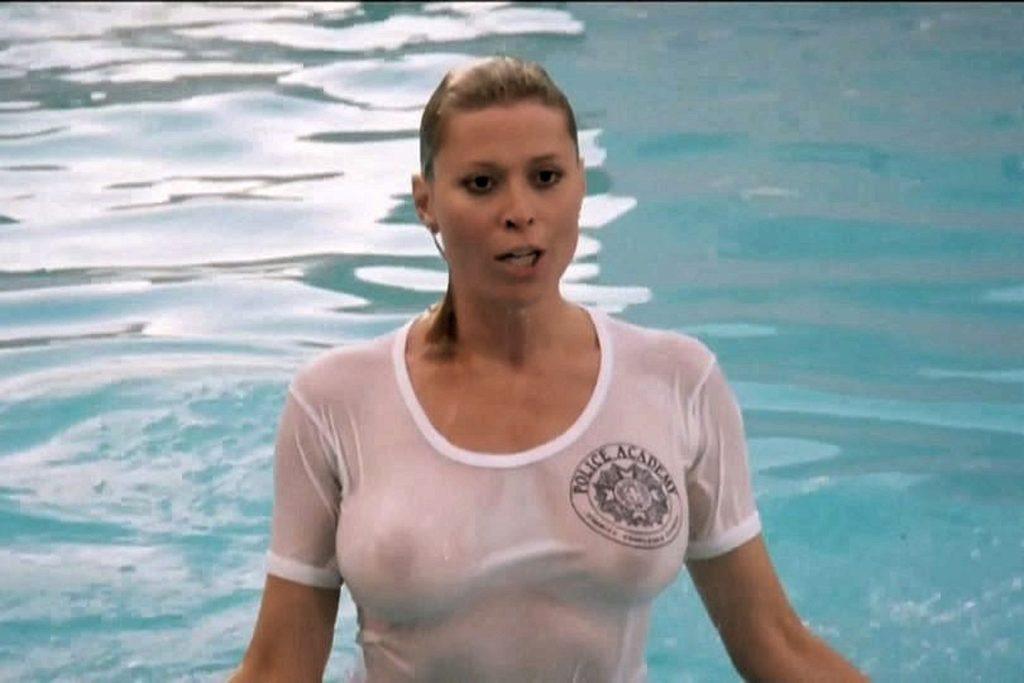 Ανέκδοτο: Η ξανθιά κάνει μπάνιο στην πισίνα του ξενοδοχείου και ξαφνικά της έχει φύγει το κάτω μαγιό της …! Τρελό γέλιο