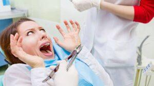Ανέκδοτο: Πάει μια φοβητσιάρα στον οδοντίατρο! Πολύ γέλιο