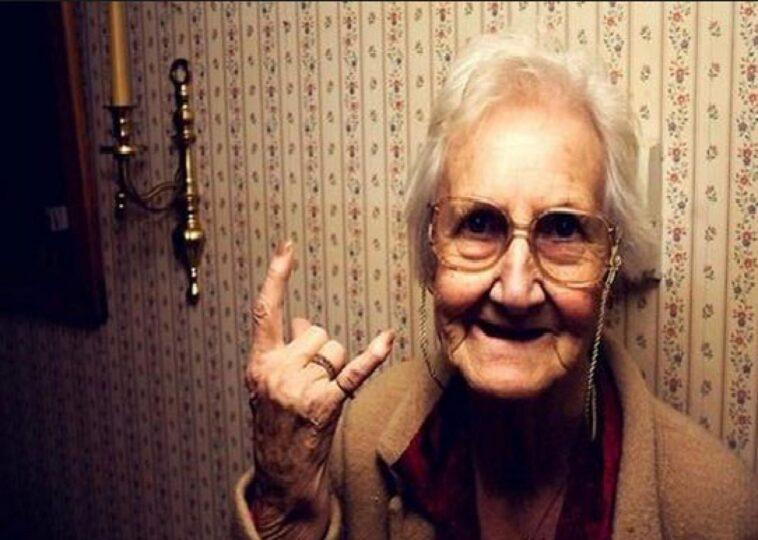Ανέκδοτο: Οι 3 αδερφές και η κουφή γιαγιά …! Τρελό γέλιο