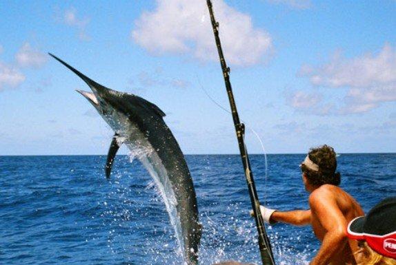Ανέκδοτο: Ψαρεύει ένας παππούς δίπλα σε ένα 20άρη…