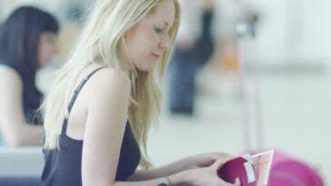 Ανεκδοτάρα: Η κουκλάρα με πλούσιο μπούστο στο αεροδρόμιο και ο…