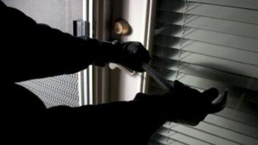 Ανέκδοτο: Μπαίνει ένας κλέφτης σε ένα σπίτι την ώρα που…