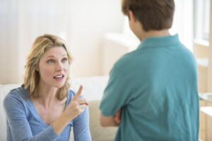 Ανέκδοτο: Η μητέρα μαλώνει τον γιο της