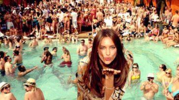 Ανέκδοτο: Ένας πάμπλουτος κάνει πάρτι στο σπίτι του όταν ξαφνικά λέει: «Δίνω 100.000€ σε όποιον…