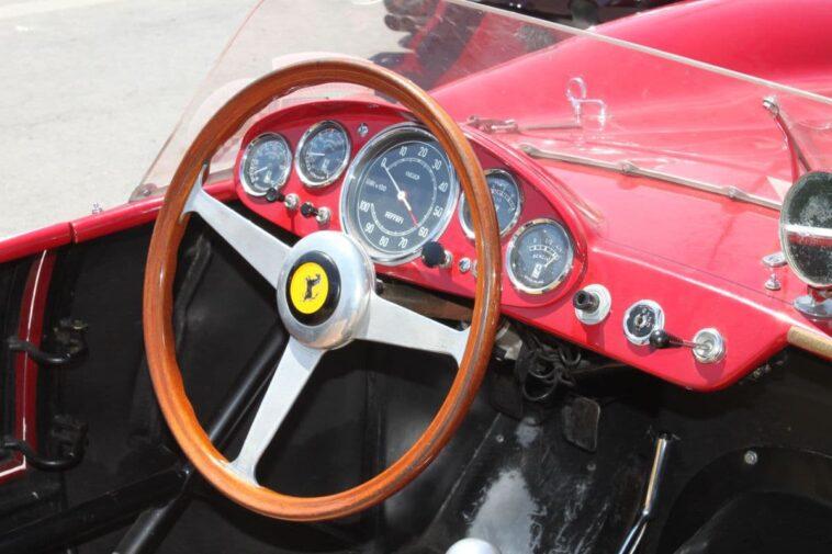 ΑΝΕΚΔΟΤΟ: Ο μοναχός η καλόγρια η Ferrari και η ταμπέλα. Τρελό γέλιο